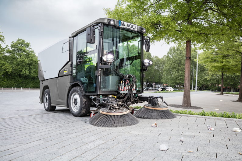 * Karcher-mc_250_sweeper.jpg
